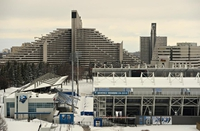 Pyramides olympiques et stade de soccer